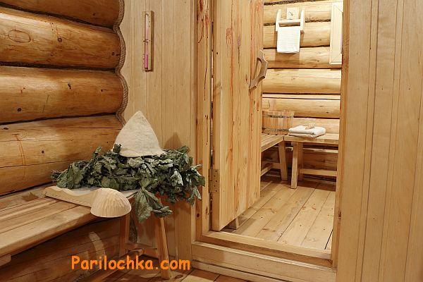 Дверь входная деревянная в баню
