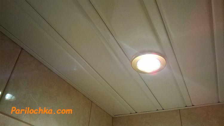 пластиковый потолок в моечной бани