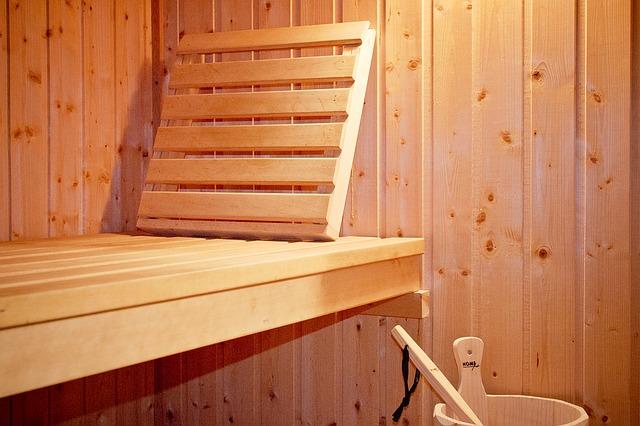 деревянный полок из доски с подголовкником